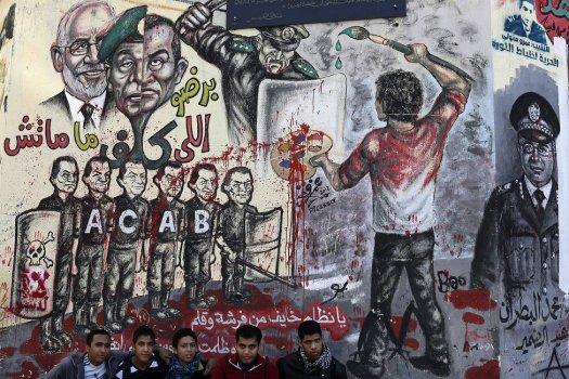 AP_Egypt_protests_graffiti_10dec12_975