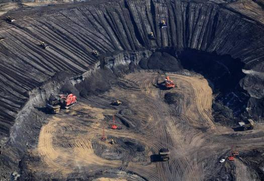 Syncrude Oil Operations in Alberta Tar Sands